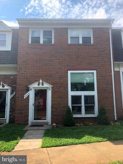 Point Of Woods Townhouse For Sale: 8424 Piney Point Court