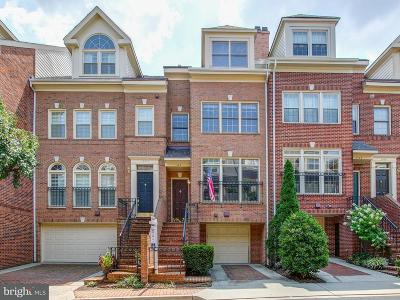 Townhouse For Sale: 1504 Colonial Court