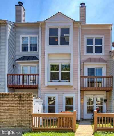 Fairfax County Townhouse For Sale: 6011 Rabbit Hill Court
