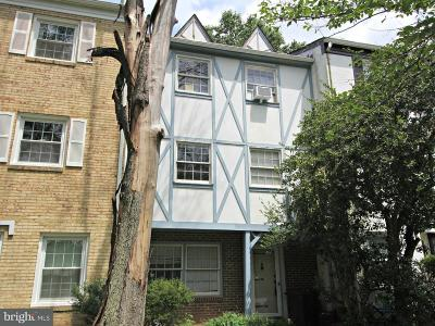 Centreville Townhouse For Sale: 14822 Hoxton Square