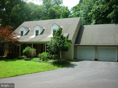Fairfax VA Single Family Home For Sale: $700,000