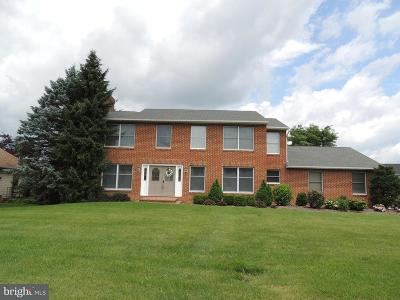 Mechanicsburg Single Family Home For Sale: 16 Deerfield Road