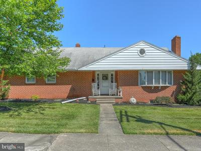 New Oxford Single Family Home For Sale: 220 Lincoln Way E