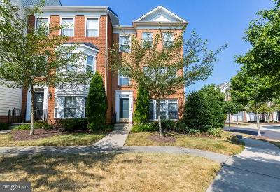 Suitland Townhouse For Sale: 5545 Hartfield Avenue