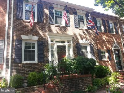 Townhouse Active Under Contract: 215 Oronoco Street