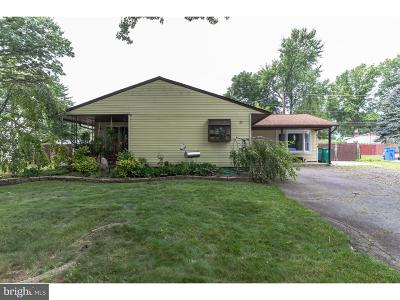 Levittown Single Family Home For Sale: 25 Bentwood Lane