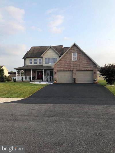 Chambersburg Single Family Home For Sale: 64 Summer Breeze Lane