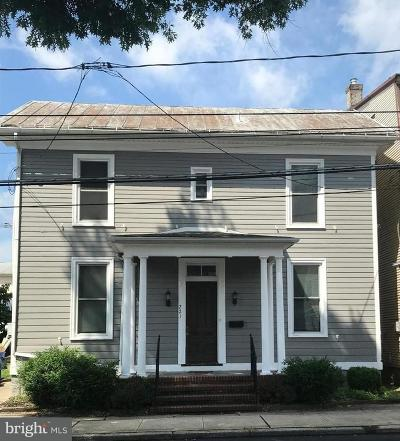 Middletown Single Family Home For Sale: 221 N Spring Street