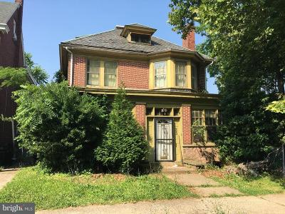 Single Family Home For Sale: 220 W Wood Street