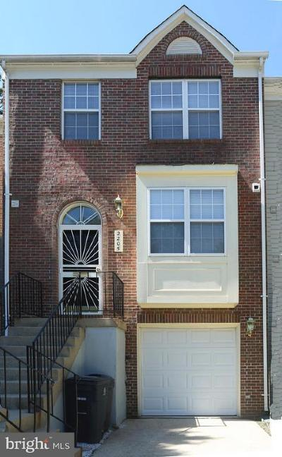 Suitland Townhouse For Sale: 2205 Forest Glade Lane