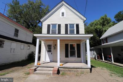 Cambridge Single Family Home For Sale: 811 Pine Street
