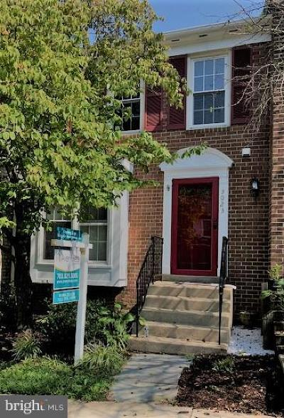 Lake Ridge Townhouse For Sale: 3023 Bromley Court