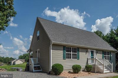Louisa County Single Family Home For Sale: 102 Busbees Point Road