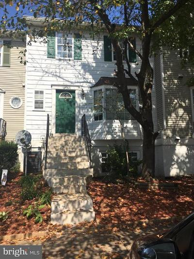 Chantilly VA Townhouse Under Contract: $235,000