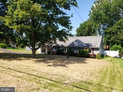 Southampton Single Family Home For Sale: 208 New Road