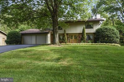 Brookeville Single Family Home Active Under Contract: 18608 Queen Elizabeth Drive
