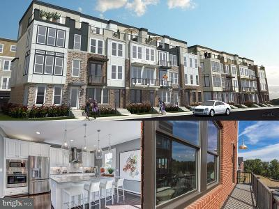 Chantilly Townhouse For Sale: 14596 Lakeside Drive