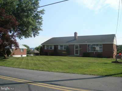 Lititz Single Family Home For Sale: 631 Pine Hill Road