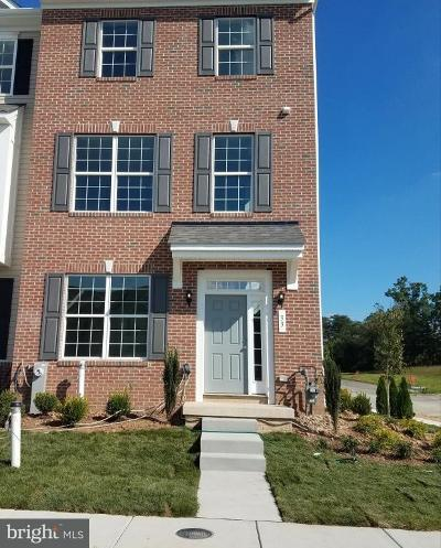 Rosedale Townhouse For Sale: 104 Ironwood Court