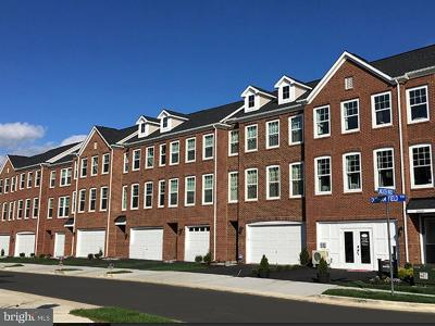 Chantilly Townhouse Under Contract: 42248 Lancaster Woods Square