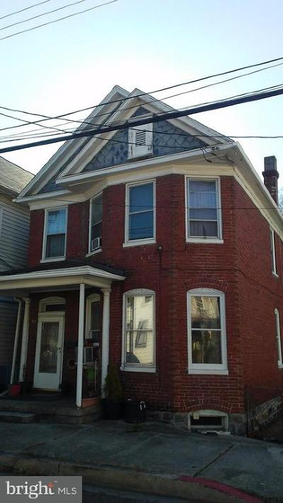 Cumberland Single Family Home For Sale: 532 Mechanic Street