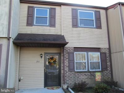 Townhouse For Sale: 206 Saddlebrook Drive
