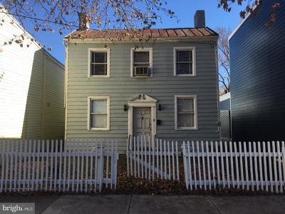 Alexandria Single Family Home For Sale: 327 Henry Street