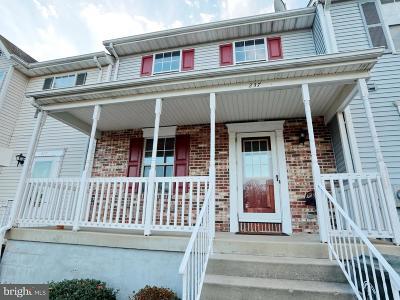 La Plata Townhouse For Sale: 237 Charleston Court