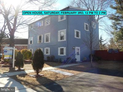 Leesburg Townhouse For Sale: 105 Mayfair Drive NE