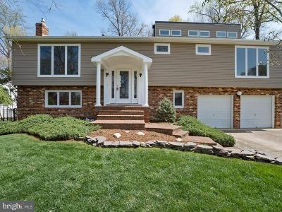 Alexandria Single Family Home For Sale: 8307 Crown Court Road