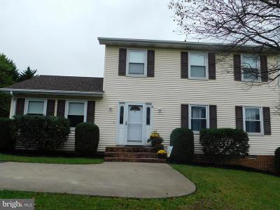 Warren County Single Family Home For Sale: 15 Colonial Drive