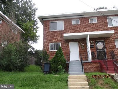 Oxon Hill Single Family Home Under Contract: 631 Hampton Drive