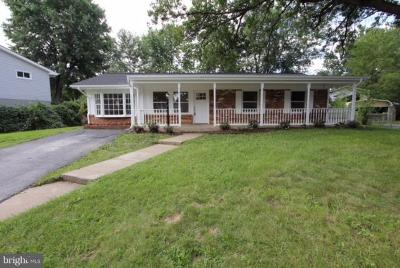 Sterling Single Family Home For Sale: 702 Dickenson Court E