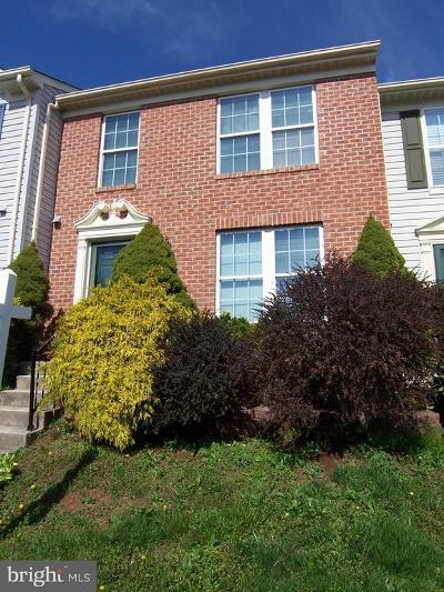 Townhouse For Sale: 913 Felicia Court