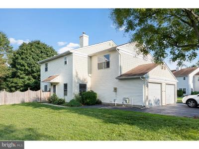 Hightstown Single Family Home For Sale: 33 Spyglass Court