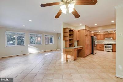 Vienna Single Family Home For Sale: 513 Creek Crossing Road NE