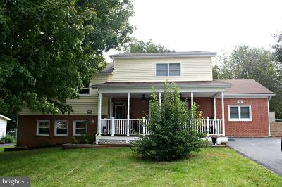 Charles Town Single Family Home For Sale: 130 Belvedere Drive