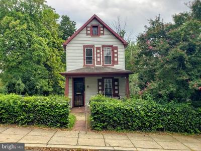 Washington Single Family Home For Sale: 2431 Girard Place NE