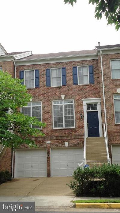 Townhouse For Sale: 2750 Pembsly Drive