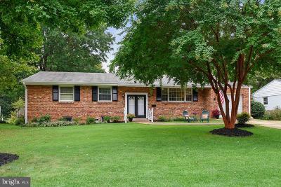 Alexandria Single Family Home For Sale: 831 Neal Drive