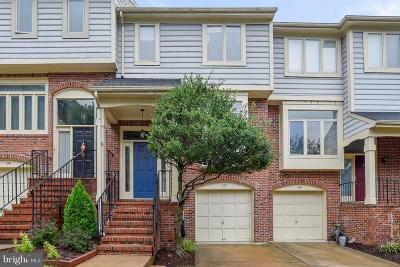 Occoquan Townhouse For Sale: 128 Colonial Drive E