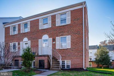 Centreville, Clifton Condo For Sale: 6165 Strasburg Drive #58A