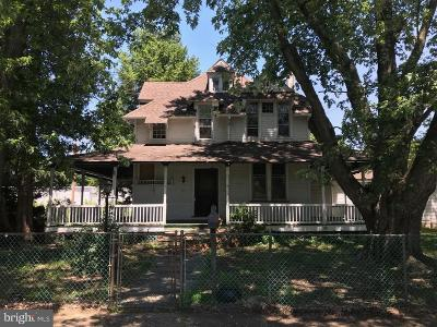 Beverly Single Family Home For Sale: 646 Walton Avenue