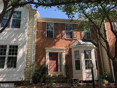 Ashburn Townhouse For Sale: 44006 Kings Arms Square