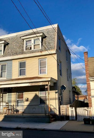 Manheim Single Family Home For Sale: 71 S Charlotte Street