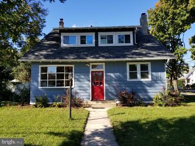 Delanco Multi Family Home For Sale: 824 Burlington Avenue