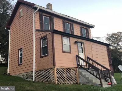 Mount Airy Single Family Home For Sale: 1402 Woodenbridge Ln