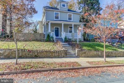 Washington Single Family Home For Sale: 3308 22nd Street NE