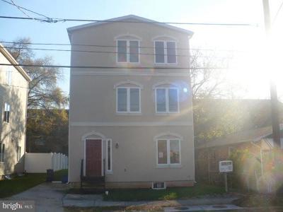 Washington Single Family Home For Sale: 5335 SE Drake Place SE