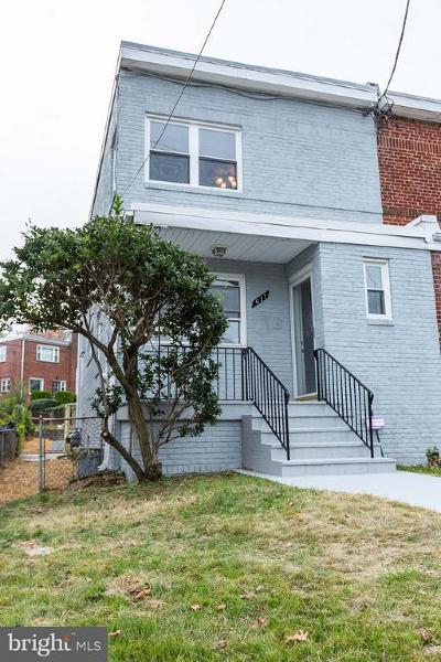 Washington Single Family Home For Sale: 637 Nicholson Street NE